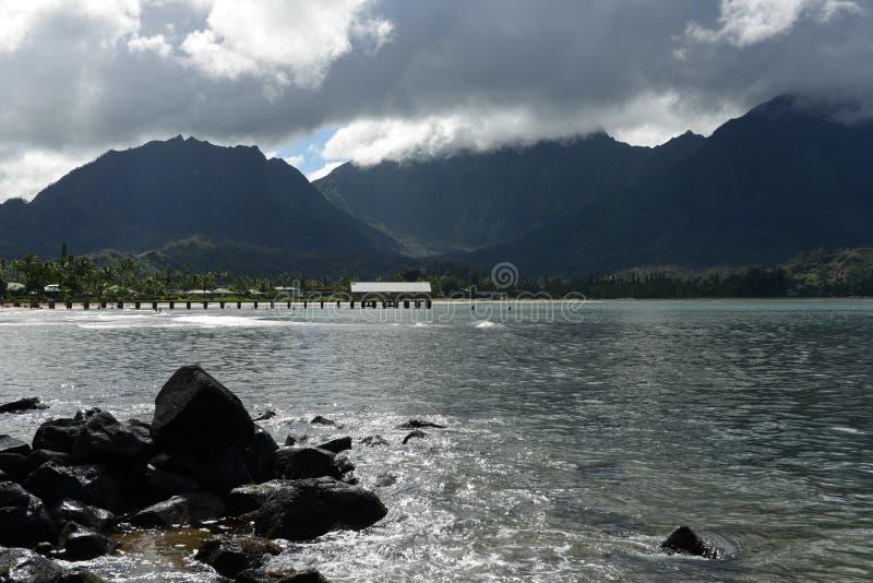 Misty Hanalei Bay stock afbeeldingen