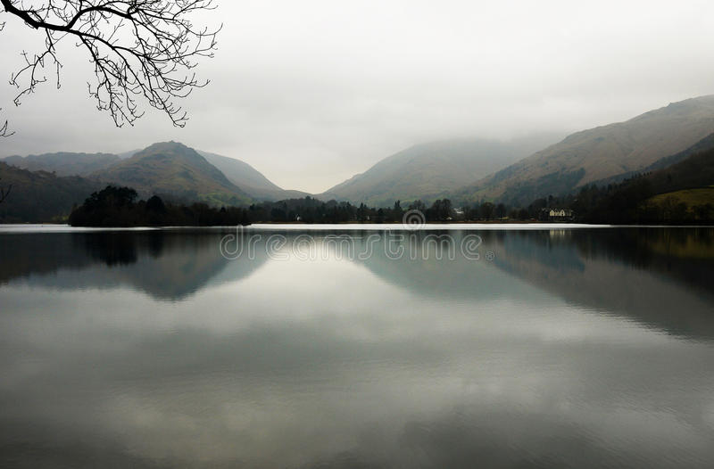 Misty Lake District foto de archivo libre de regalías