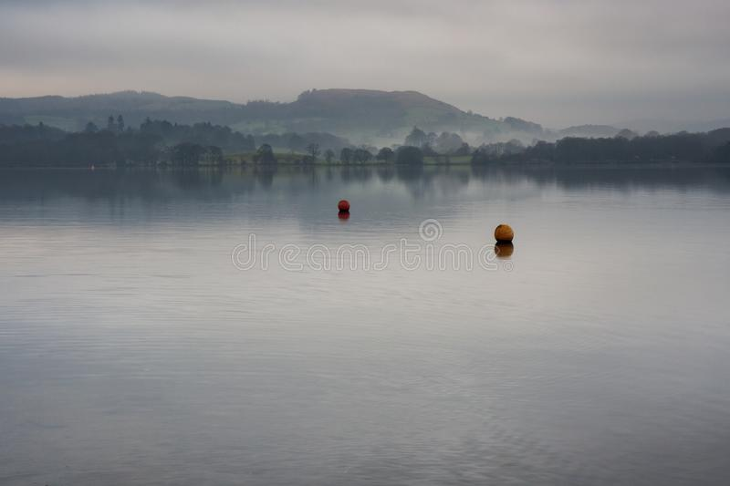 Misty Lake Windermere im See-Bezirk stockbild