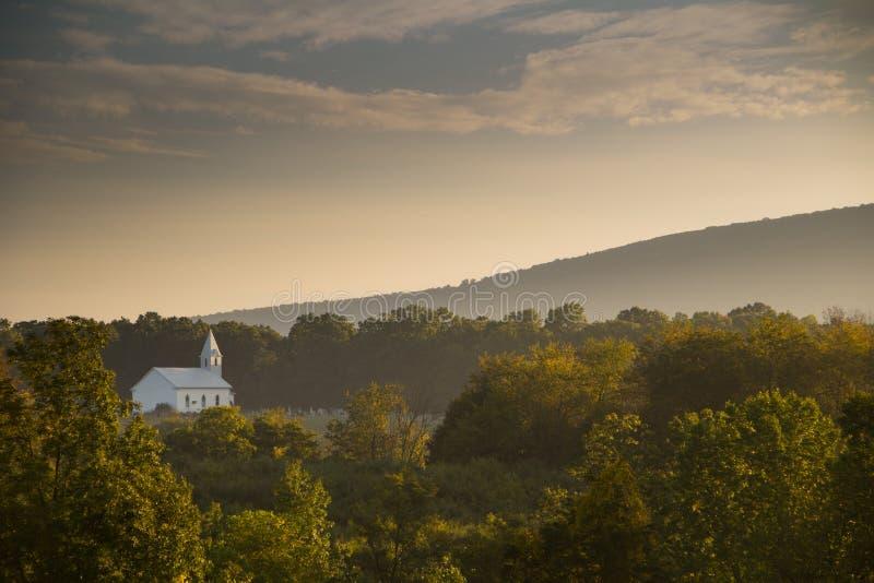 Misty Morning dans le pays photographie stock libre de droits