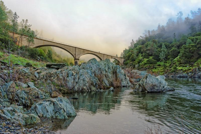 Misty Mountain Quarry Bridge royaltyfri foto