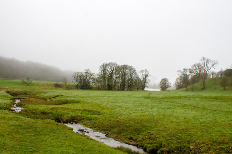 Misty Scenery dans Wharfedale image stock