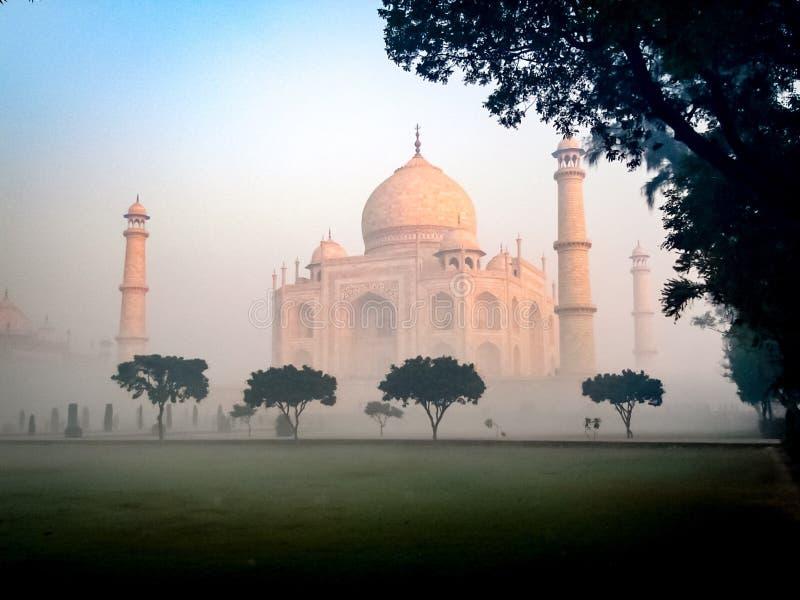 Misty Taj Mahal imagem de stock