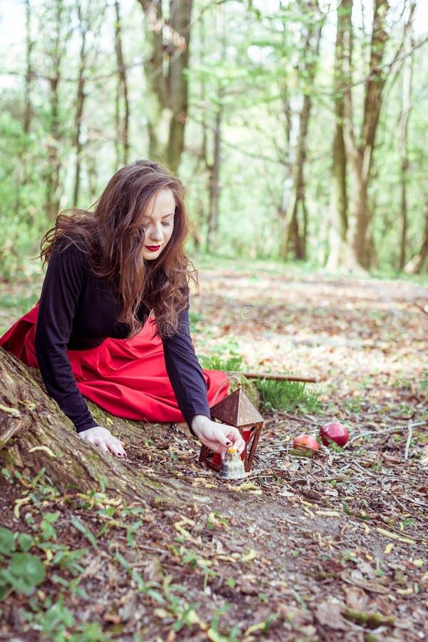 Mistyczna czarownicy kobieta fotografia royalty free