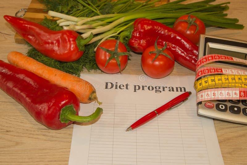 Misuri il nastro e la frutta fresca nei precedenti Dieta sana di stile di vita con la frutta fresca fotografie stock