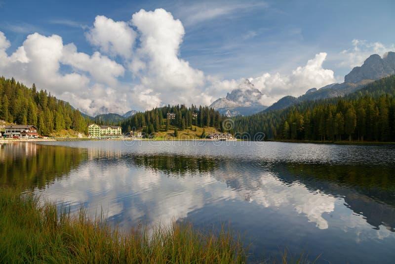 Misurina jezioro, Lago Di Misurina, dolomitów Alps, Belluno, Włochy obrazy stock