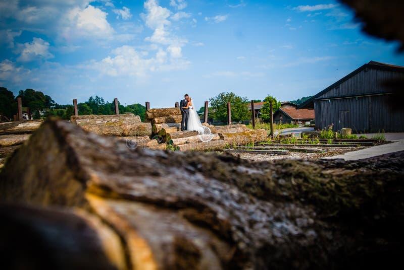 Mit dem Hochzeitskleid ` lizenzfreies stockbild