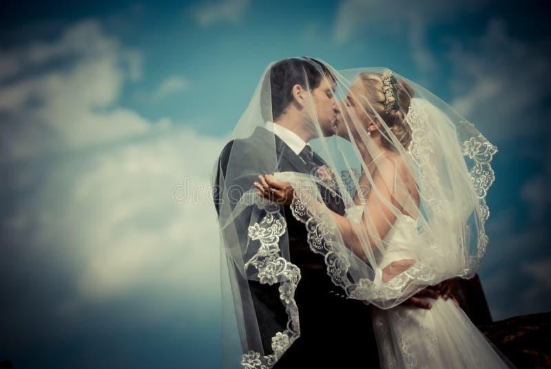 Mit dem Hochzeitskleid ` stockfotografie