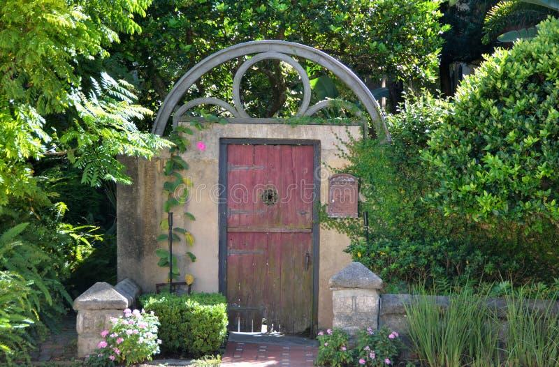 Mit einem Gatter versehene Tür in St Augustine, Florida lizenzfreies stockbild