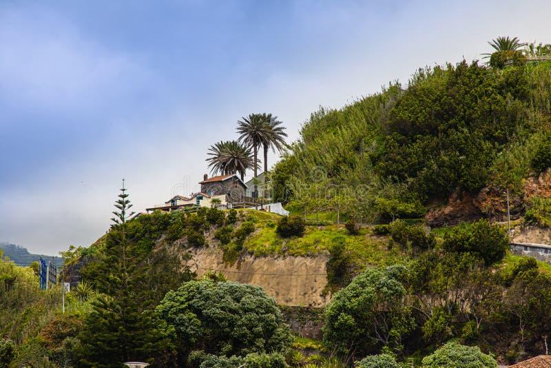 Mit einem kleinen Bauernhof über Povoacao bleiben, Sao Miguel Island, Azoren stockfotografie