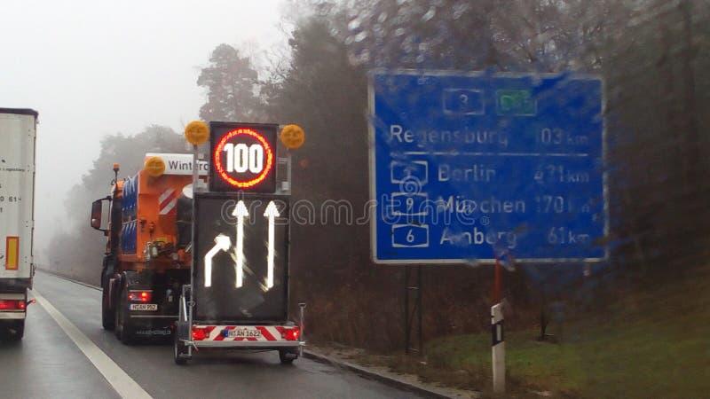 Mit Hinweisschild för Autobahn 3 fotografering för bildbyråer