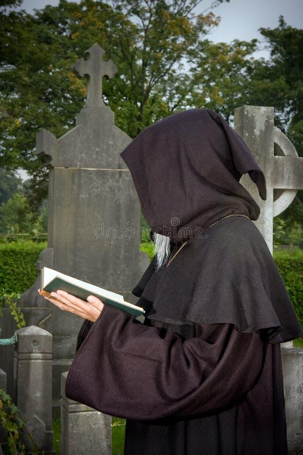 Mit Kapuze Gebet stockbilder
