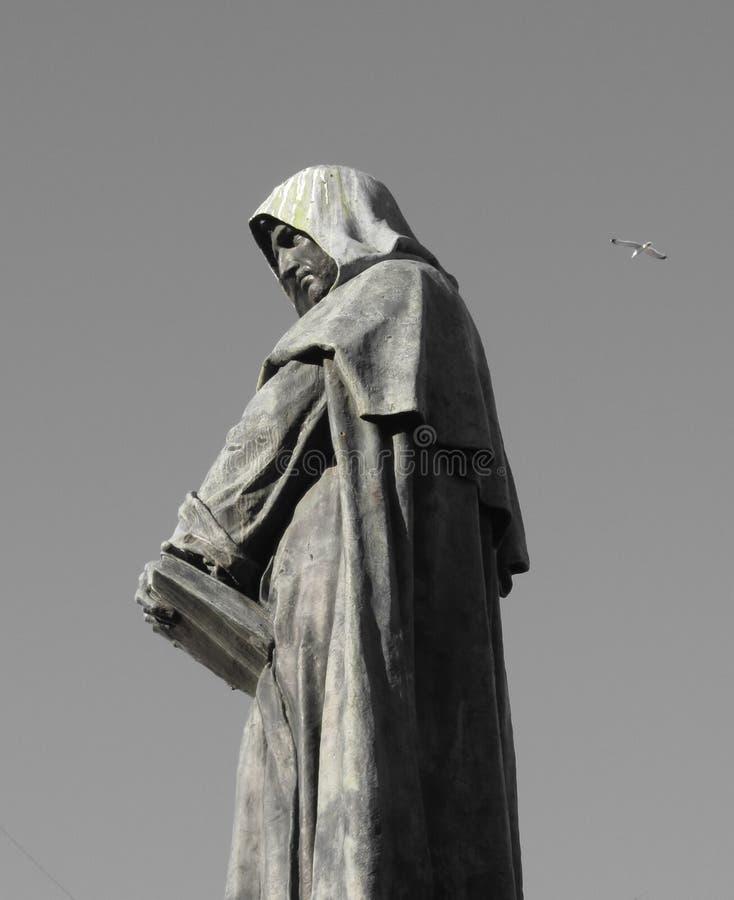 Mit Kapuze Statue in Rom stockbilder