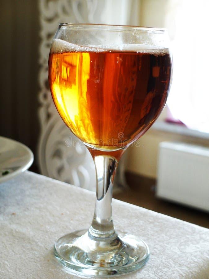 Mit Kohlensäure durchgesetztes Getränk stockbild