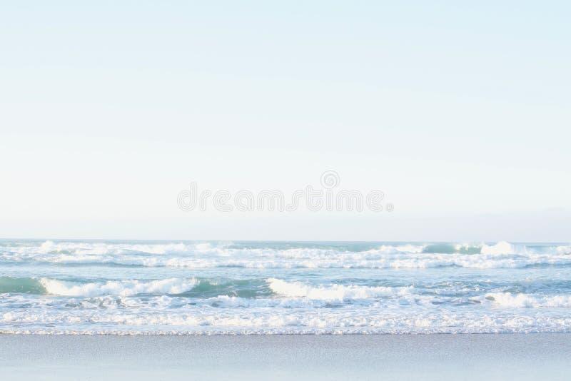 Mit Meer im Norden von Spanien lizenzfreie stockfotos