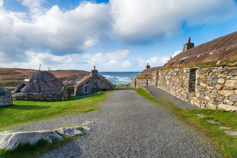 Mit Stroh gedeckte Katen auf der Insel von Lewis stockfotos