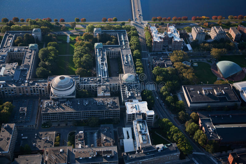 MIT-und Harvard-Brücke lizenzfreies stockbild