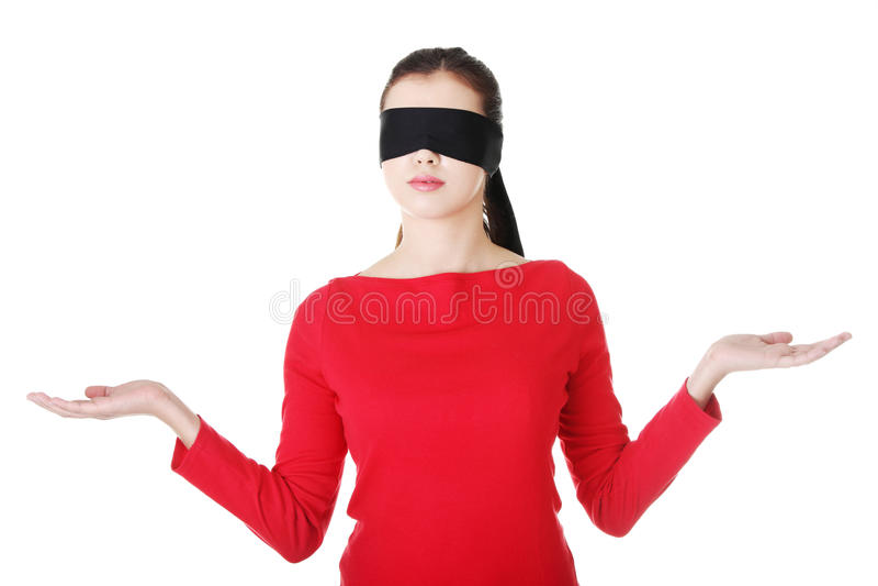 Mit verbundenen Augen Frau, die Exemplarplatz darstellt stockbilder
