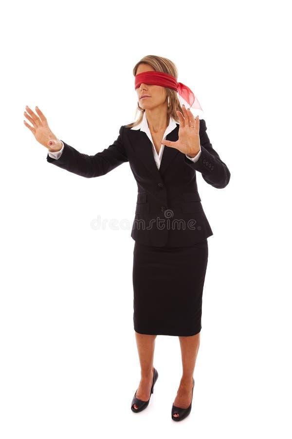 Mit verbundenen Augen Geschäftsfrau lizenzfreies stockbild