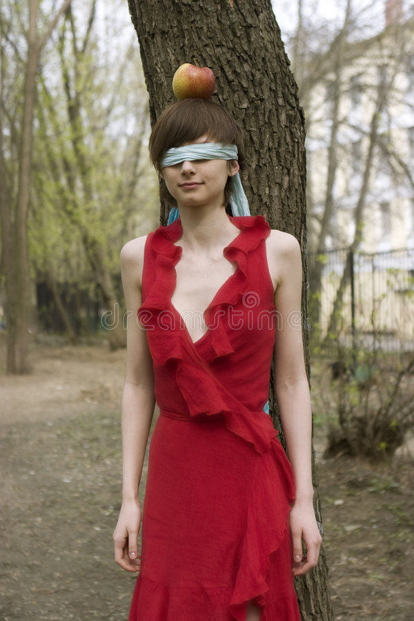 Mit verbundenen Augenfrauenaugen. stockfoto
