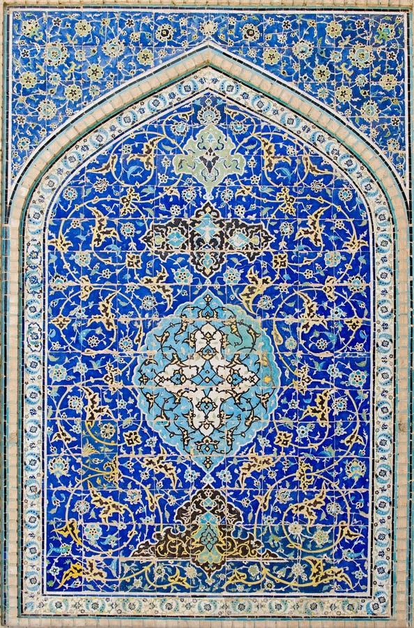 Mit Ziegeln gedeckter Hintergrund, orientalische Verzierungen von Isfahan lizenzfreie stockfotografie