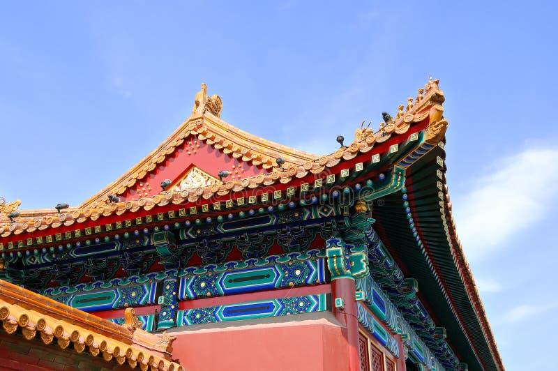 Mit Ziegeln gedecktes Dach lizenzfreies stockfoto