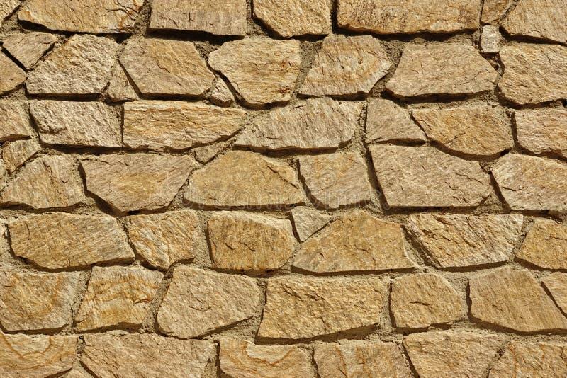 Mit Ziegeln gedecktes Stonewall von den Steinplatte-und Kalkstein-Felsen, Hintergrund T lizenzfreies stockbild