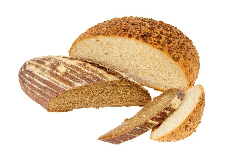 Mitad de un pan del pan blanco y negro en un backgroundb blanco imagen de archivo libre de regalías