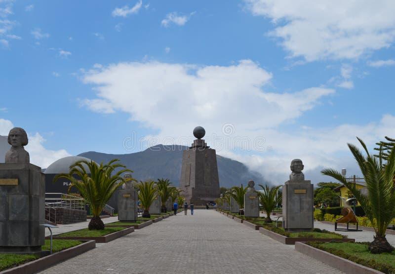 Mitad del mundo, широта нул, линия эквадора стоковое фото