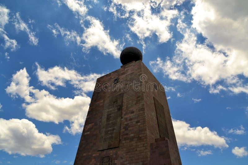 Mitad Del Mundo Monument perto de Quito, Equador imagem de stock royalty free