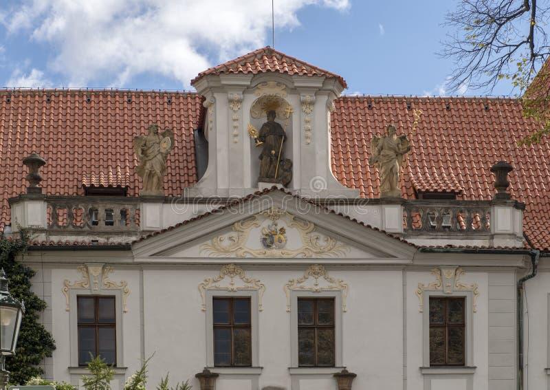 Mitad superior de la puerta de la entrada al monasterio de Strahov, Praga, República Checa fotos de archivo libres de regalías