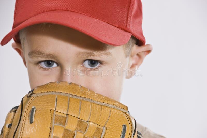 mitaine de capuchon de garçon de base-ball photographie stock libre de droits