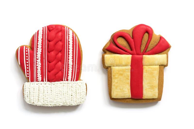 Mitaine et boîte-cadeau de pain d'épice sur le fond blanc Noël faisant cuire au four, vue supérieure, configuration plate photo stock