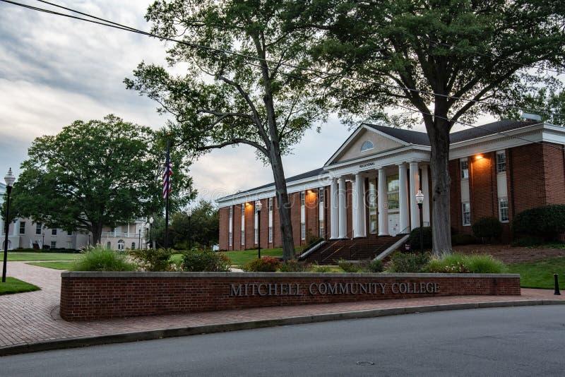 Mitchell Community College au crépuscule photo stock
