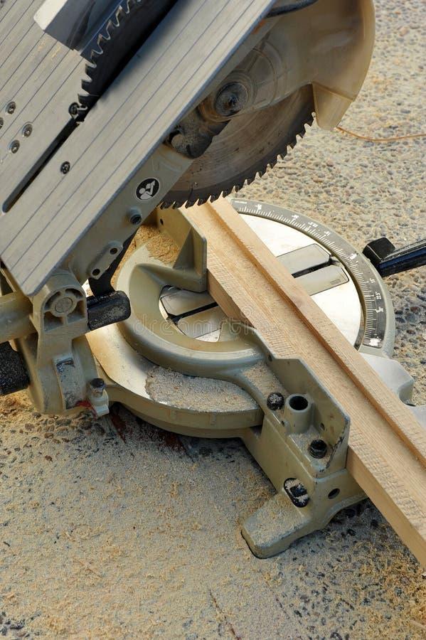 Miter πριόνι, εργαλεία δύναμης ξυλουργικής στοκ εικόνα