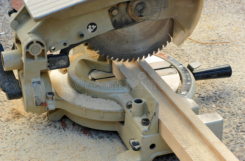 Miter πριόνι, εργαλεία δύναμης ξυλουργικής στοκ εικόνες με δικαίωμα ελεύθερης χρήσης