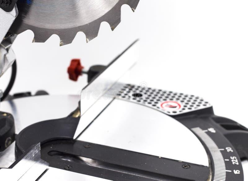 Miter το κυκλικό πριόνι στην άσπρη miter υποβάθρου λεπίδα πριονιών σε ένα άσπρο υπόβαθρο δίνει τα εργαλεία του ξυλουργού στοκ εικόνες με δικαίωμα ελεύθερης χρήσης
