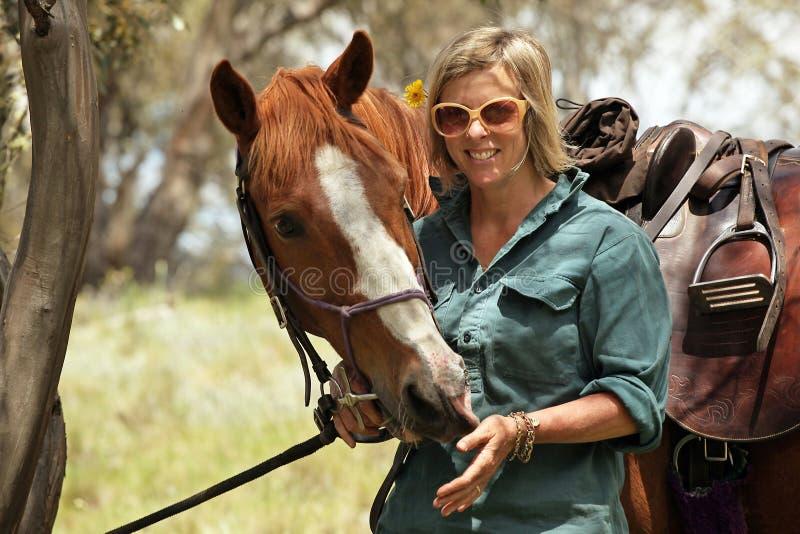 Mitfahrer des weiblichen Pferds stockbilder