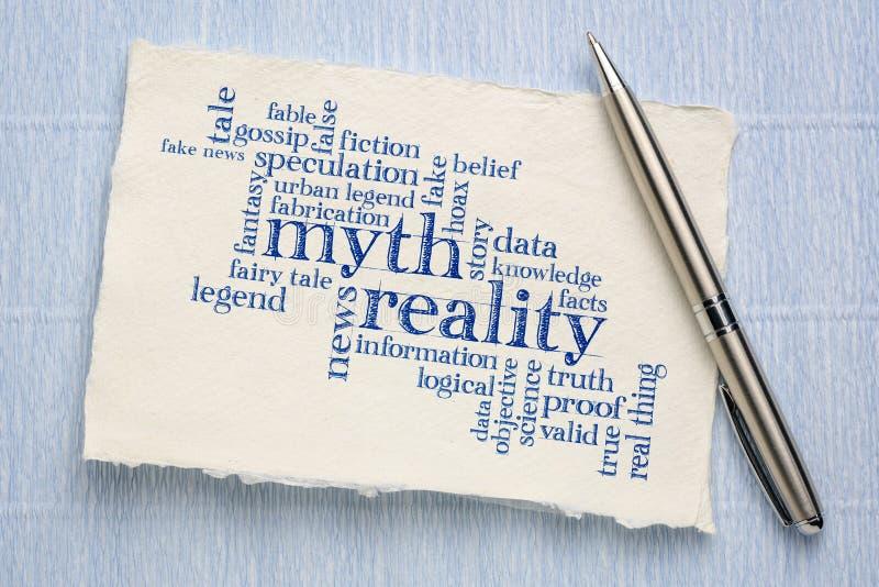 Mito contra la nube de la palabra de la realidad imagen de archivo