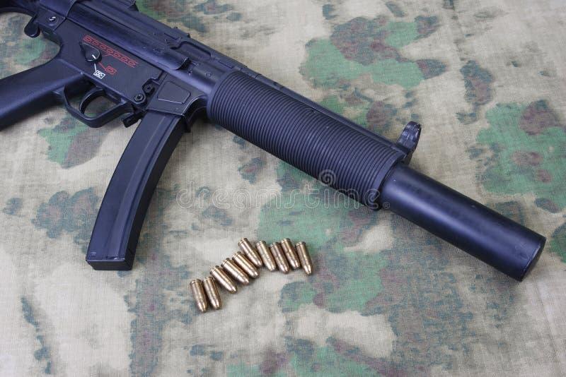 Mitraillette MP5 avec le silencieux photographie stock libre de droits