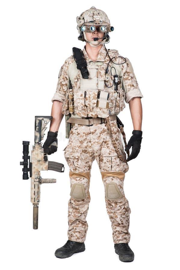 Mitrailleuse de prise d'armure d'homme de soldat pleine photos libres de droits