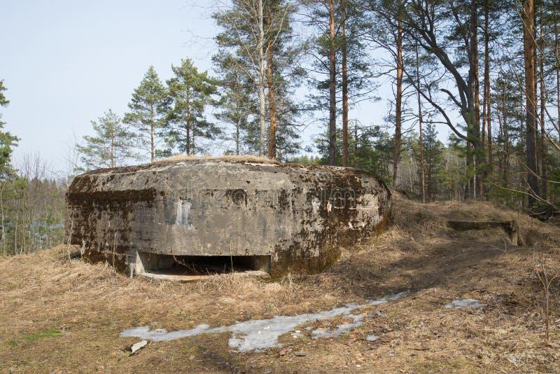 Mitraillez la soute pendant la deuxième guerre mondiale dans la ligne de défense de bataillon de Lembolovsky Région de Léningrad image stock