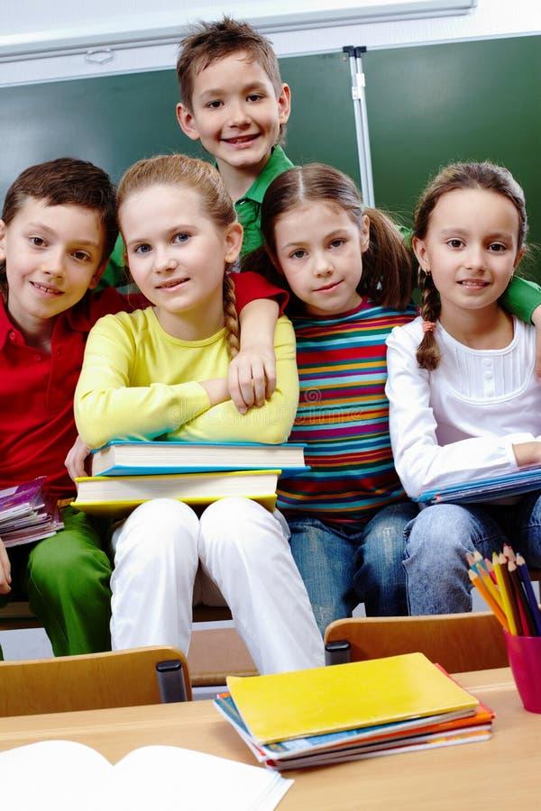 Mitschüler in der Schule stockbilder