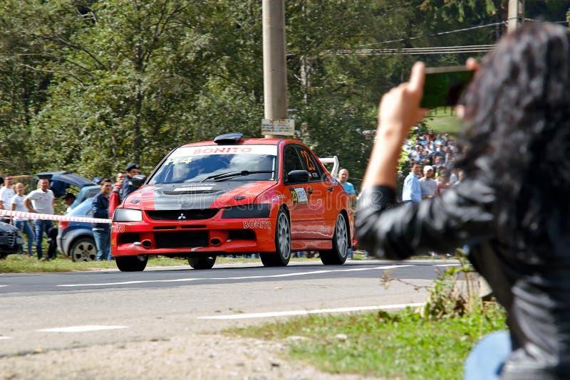 Mitsubishi Lancer Evo VIII som trimmar, samlar bilen arkivfoto