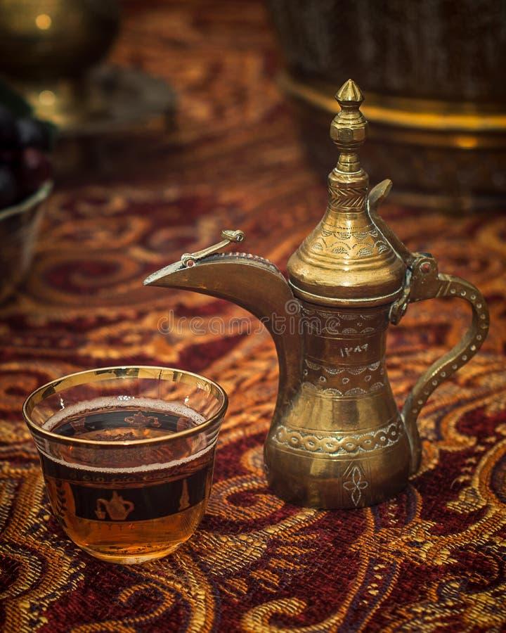 Mitt - östligt te arkivfoton