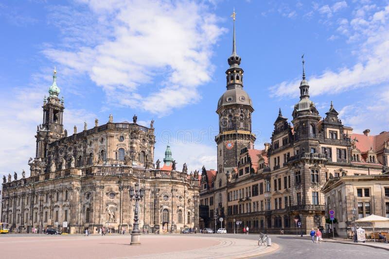 Mitt av Dresdenen - gammal stad, ställe av uppehållkonungar av den Sachsen Dresden slotten Residenzschloss eller Schloss, Katholi arkivfoto
