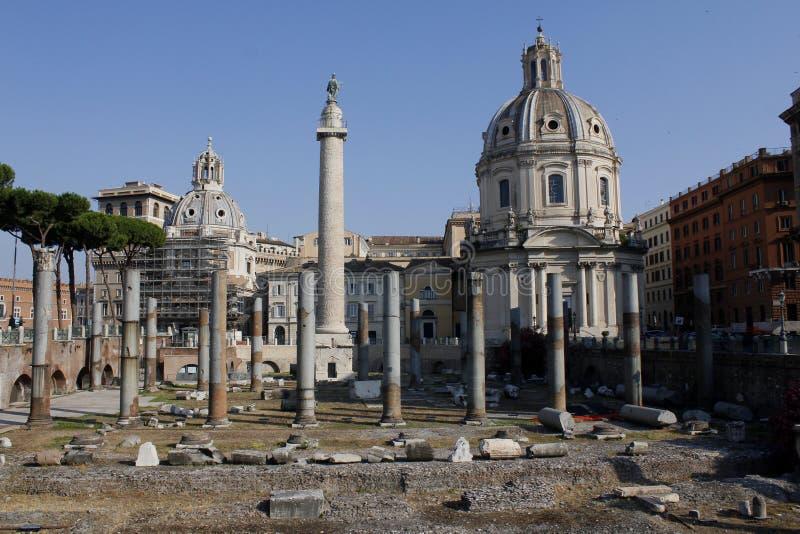 Mitt av Rome, kolonn av Trajan, Trajans forum, Lazio, Italien royaltyfria bilder
