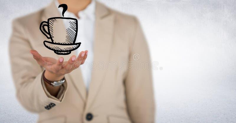 Mitt- avsnitt för affärskvinna med handen ut och kaffediagram mot vit bakgrund arkivfoton