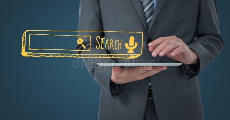 Mitt- avsnitt för affärsman med minnestavlan och gul sökandestång mot mörker - blå bakgrund arkivbild