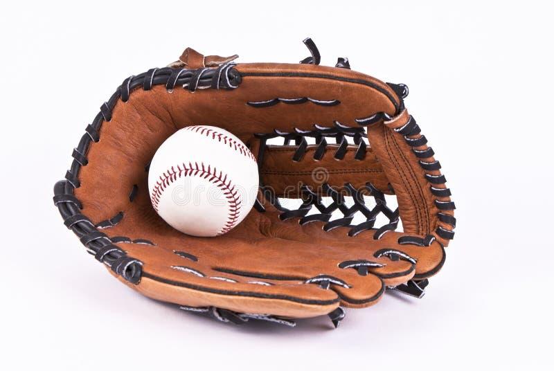 Mitt en de bal van het honkbal die met het knippen van weg wordt geïsoleerd stock afbeeldingen